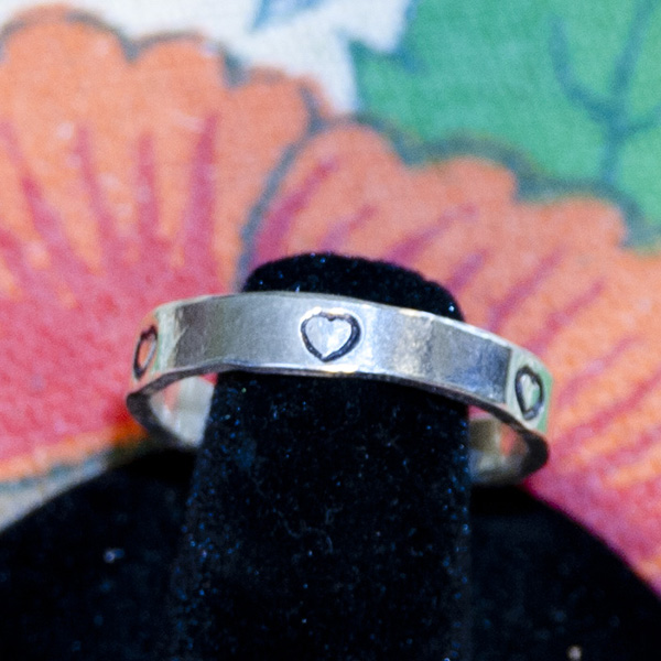 4mm hearts silver ring