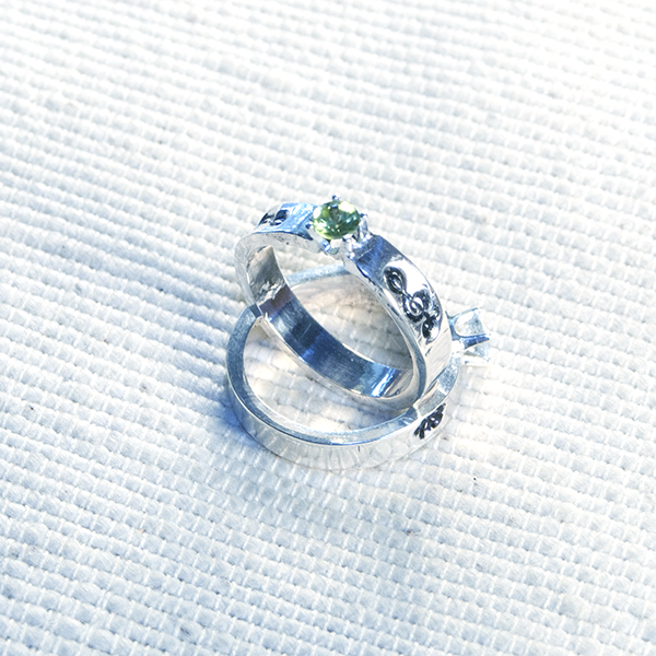 Aquamarine 4mm solitaire with treble clefs